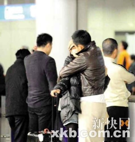 据传机场拥吻等照片都是张雨绮自导自演