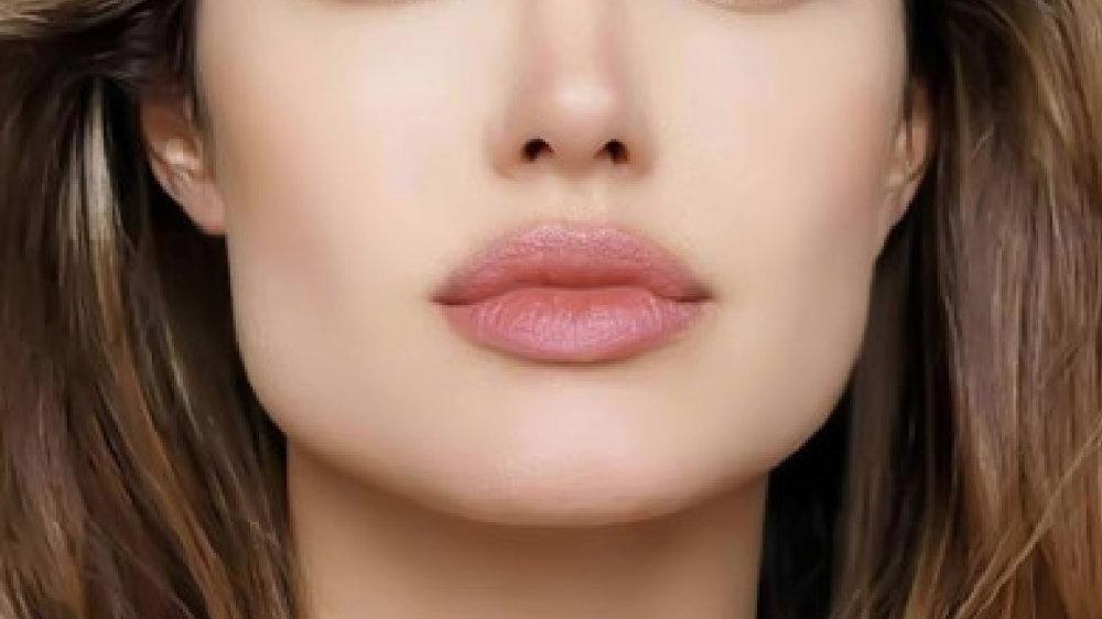 快速丰唇方法:美容师教你嘟嘟唇肌肉训练方法 不用漂唇纹唇打造最美花瓣唇形